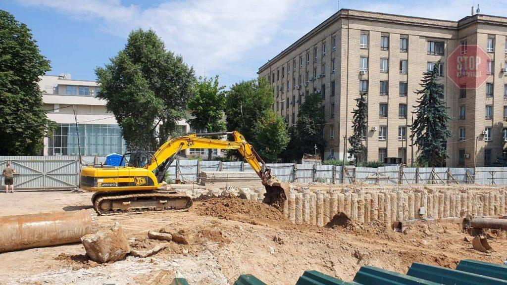 «Будівництво Білозір» поновилося у Києві: захищати його приїжджала банда на «гєліках»
